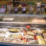 холодильник с рыбой пивной магазин