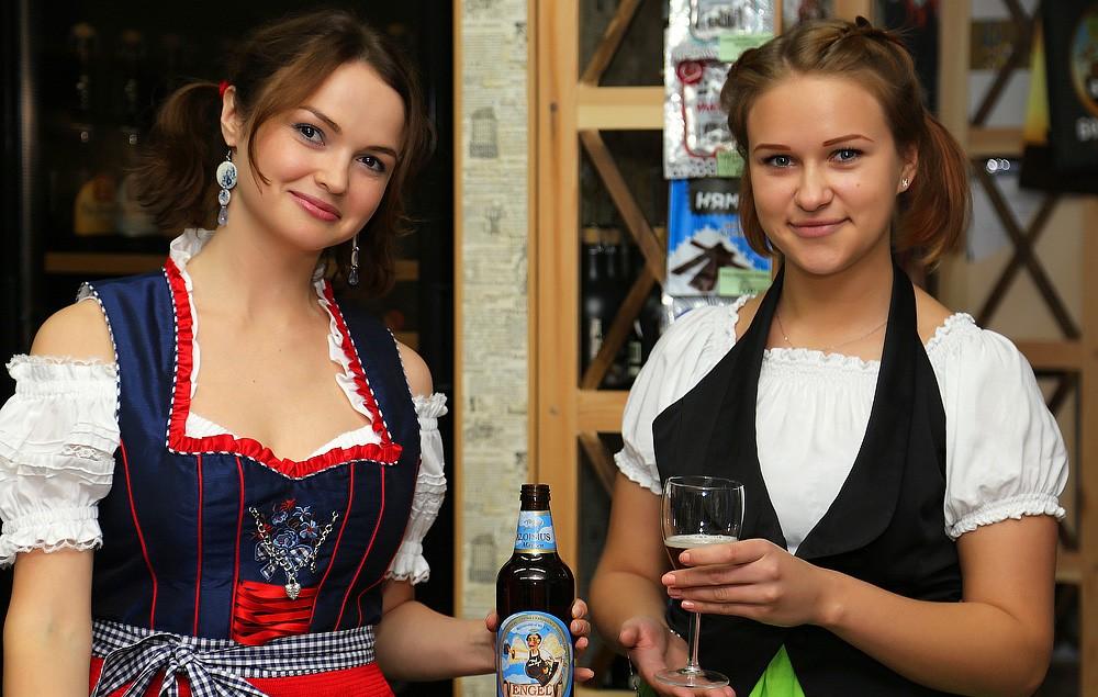 девушки продавцы пива